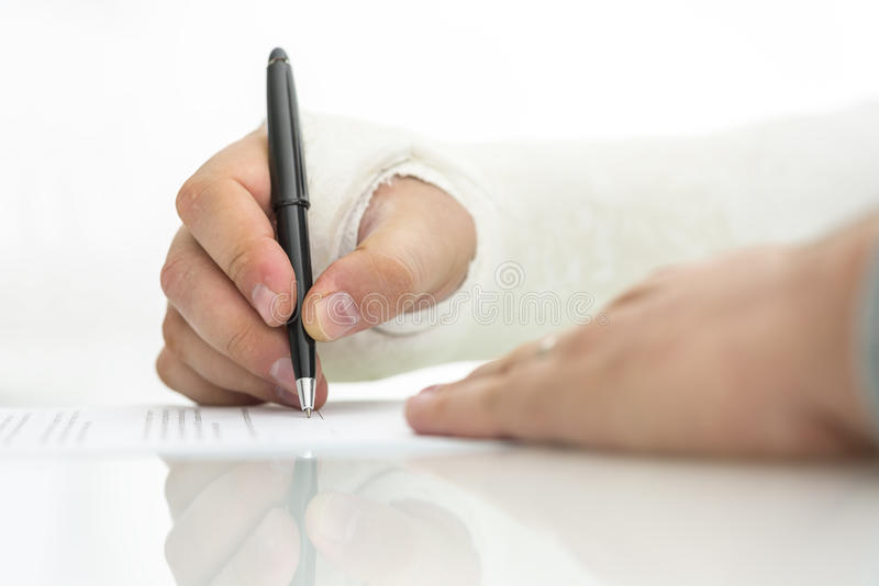 Υπογραφή της αξίωσης τραυματισμών εργασίας στοκ φωτογραφία με δικαίωμα ελεύθερης χρήσης