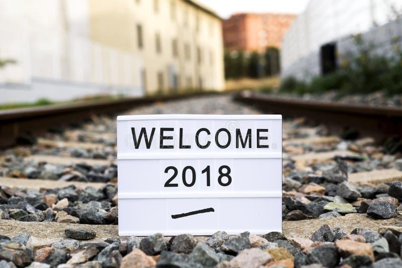 Υποδοχή 2018 κειμένων σε ένα lightbox στο σιδηρόδρομο στοκ εικόνες με δικαίωμα ελεύθερης χρήσης