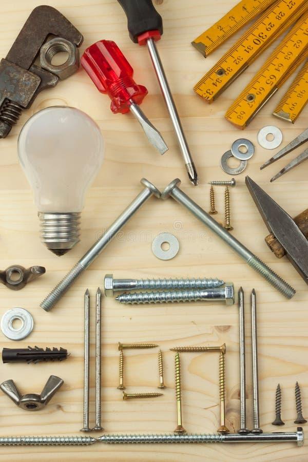 Υποθήκη για να χτίσει ένα σπίτι για την οικογένεια Πραγματικά χρήματα για να χτίσει ένα σπίτι Τα χρήματα δανείου για την κατοικία στοκ εικόνα με δικαίωμα ελεύθερης χρήσης