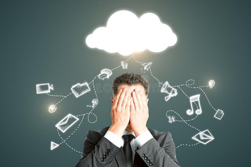 Υπολογισμός σύννεφων και έννοια απώλειας στοιχείων στοκ φωτογραφία