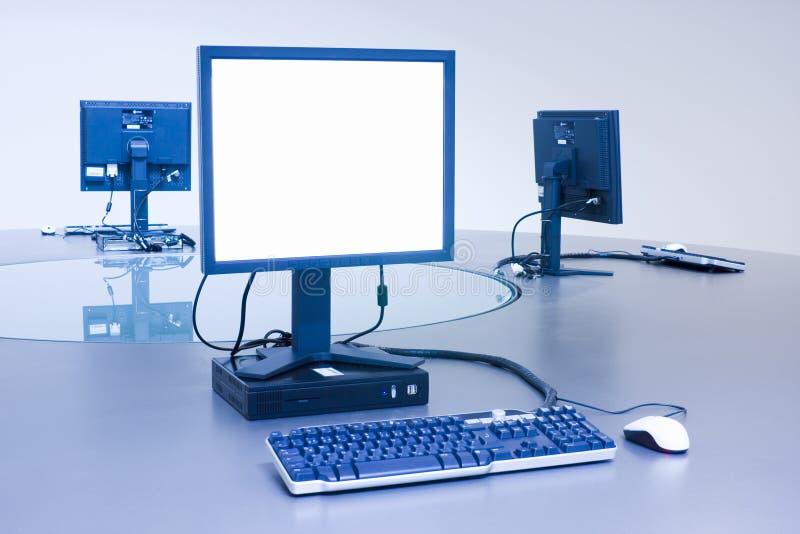υπολογιστής γραφείου τρία υπολογιστών στοκ εικόνες με δικαίωμα ελεύθερης χρήσης