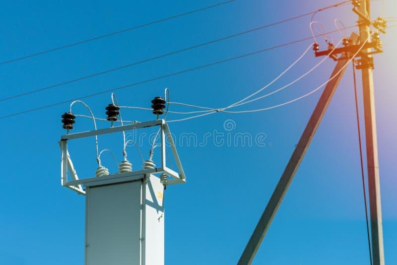 Υποσταθμός μετασχηματιστών δύναμης υψηλής τάσης Γραμμή μετάδοσης δύναμης στοκ φωτογραφία με δικαίωμα ελεύθερης χρήσης