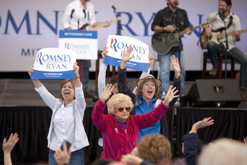 Υποστηρικτές γυναικών για τον κυβερνήτη Μίτ Ρόμνεϊ στοκ εικόνες