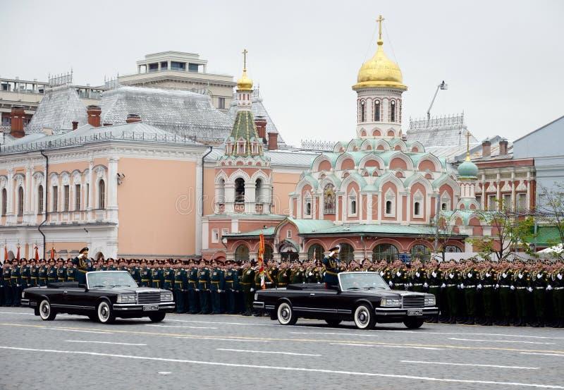 Υπουργός Sergei Shoigu Άμυνας και διοικητής παρελάσεων στρατηγός Oleg Salyukov στην πρόβα της παρέλασης νίκης στοκ εικόνα