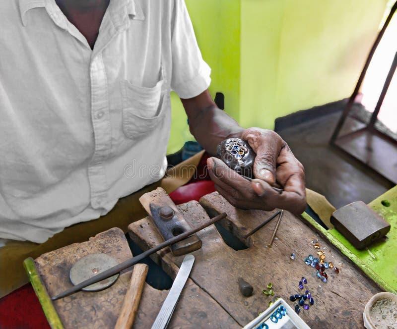 Υπολογιστής γραφείου για τα κοσμήματα τεχνών που κάνουν με τα επαγγελματικά εργαλεία, sri στοκ φωτογραφία με δικαίωμα ελεύθερης χρήσης