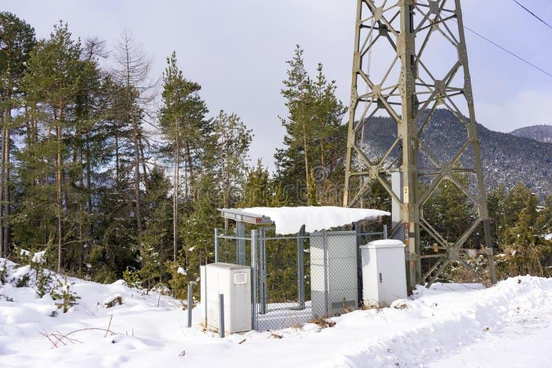 Υπο- σταθμός και πυλώνας ηλεκτρικής ενέργειας στοκ εικόνες