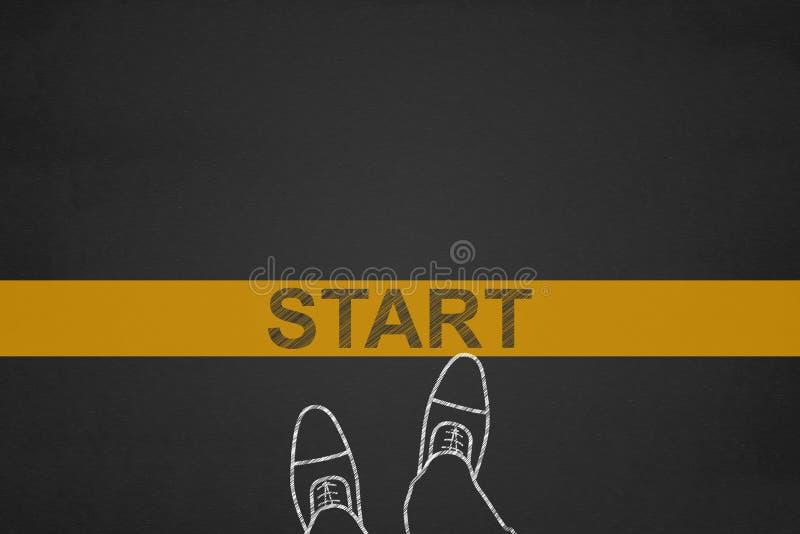 Υπόβαθρο έναρξης, τοπ άποψη του επιχειρηματία στη γραμμή έναρξης σε ένα bla στοκ εικόνα με δικαίωμα ελεύθερης χρήσης