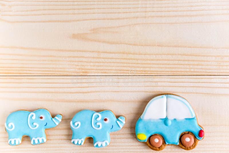 Υπόβαθρο για ένα έμβλημα με τους ελέφαντες και το αυτοκίνητο Έμβλημα παιδιών Πλαίσιο για το νεογέννητο αγόρι ευχετήριων καρτών Κε στοκ φωτογραφίες με δικαίωμα ελεύθερης χρήσης