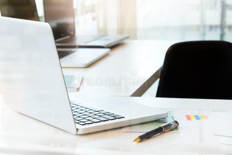 Υπόβαθρο γραφείων επιχειρησιακού χώρου εργασίας στοκ εικόνα