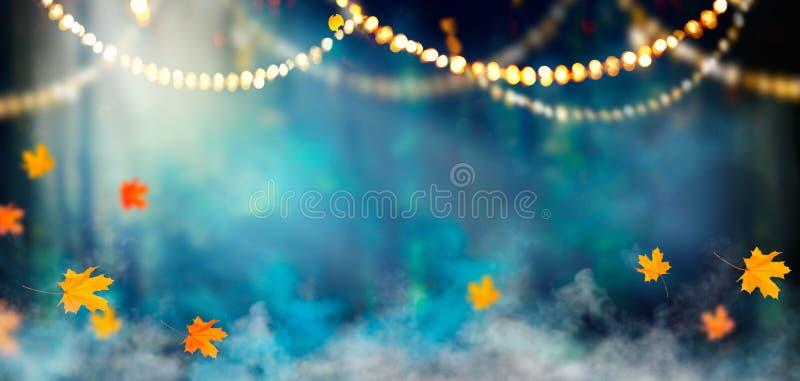 Υπόβαθρο διακοπών αποκριών φαντασίας σκοτεινός δασικός misty στοκ εικόνες