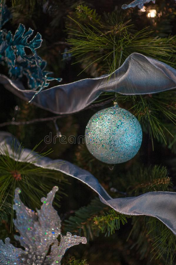 Υπόβαθρο διακοπών εορτασμού Χριστουγέννων - ευπρέπειες Χριστούγεννο-δέντρων στοκ φωτογραφίες