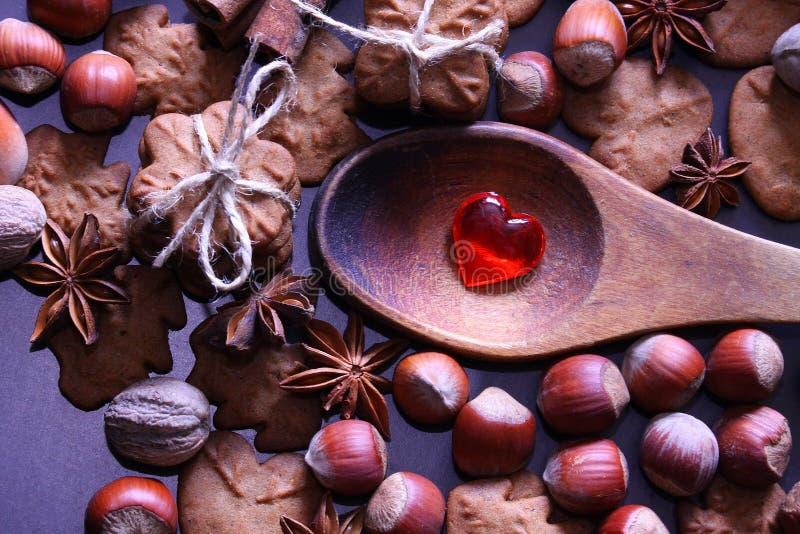 Υπόβαθρο διακοπών Χριστουγέννων Μπισκότα Χριστουγέννων με την εορταστική διακόσμηση στοκ εικόνες