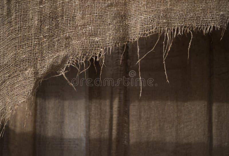 Υπόβαθρο ενός κομματιού παλαιό burlap στοκ φωτογραφίες