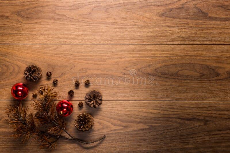 Download Υπόβαθρο θέματος Χριστουγέννων, στον ξύλινο πίνακα Στοκ Εικόνες - εικόνα από setting, διακοσμητικός: 62701208