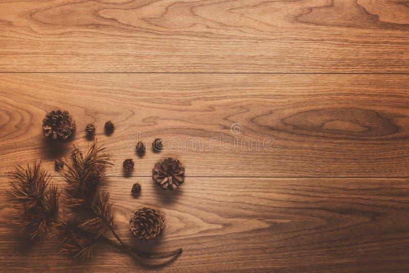 Download Υπόβαθρο θέματος Χριστουγέννων, στον ξύλινο πίνακα Στοκ Εικόνες - εικόνα από φυσικός, διακοσμητικός: 62701248