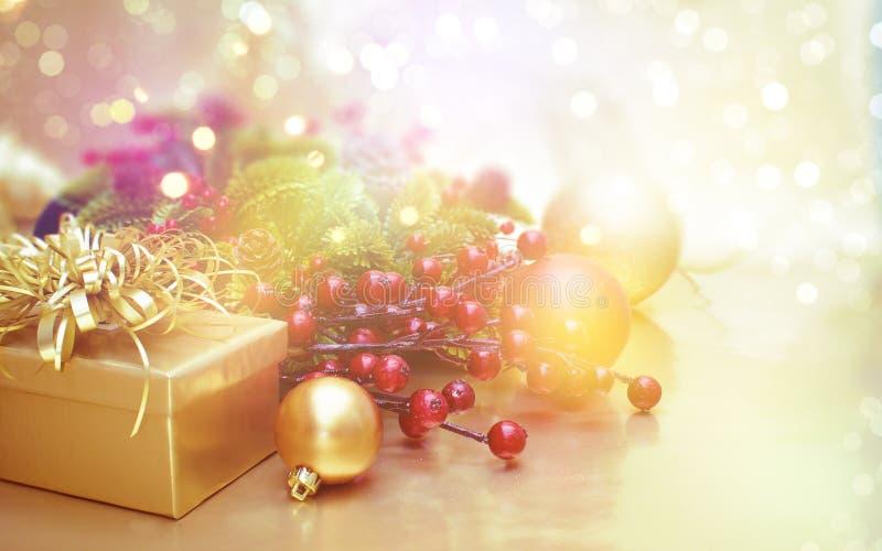 Υπόβαθρο διακοσμήσεων Χριστουγέννων με την εκλεκτής ποιότητας επίδραση στοκ φωτογραφία