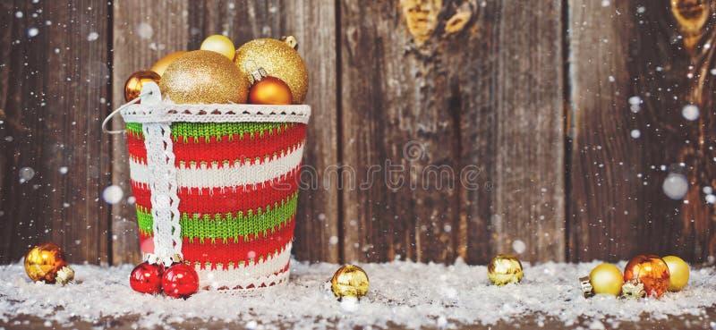 Υπόβαθρο και ντεκόρ Χριστουγέννων ξύλινο με το διάστημα αντιγράφων παραδοσιακό πλαίσιο Χριστουγέννων για το μήνυμα Χριστουγέννων  στοκ εικόνα με δικαίωμα ελεύθερης χρήσης
