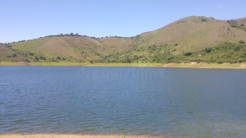 Υπόβαθρο λιμνών και βουνών στοκ φωτογραφίες με δικαίωμα ελεύθερης χρήσης