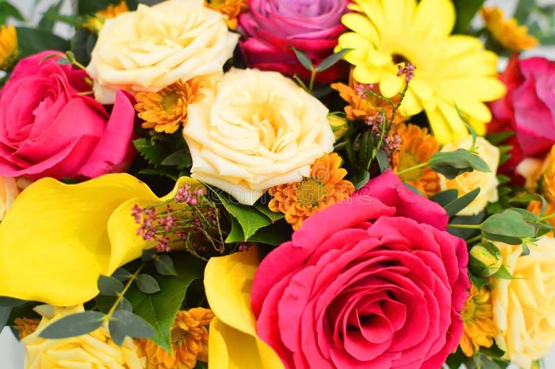 Υπόβαθρο λουλουδιών των φρέσκων λουλουδιών στοκ εικόνα