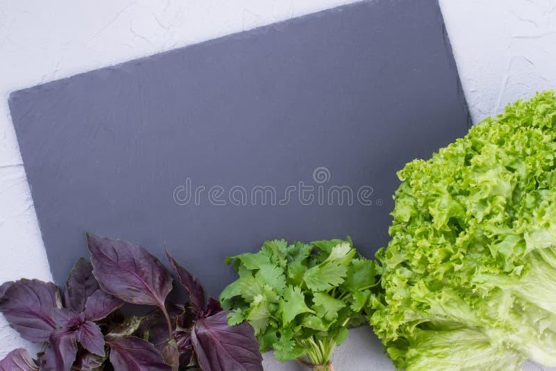 Υπόβαθρο με τα ανάμεικτα πράσινα λαχανικά στοκ φωτογραφίες