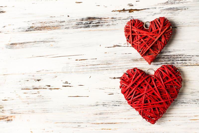 Υπόβαθρο με τις καρδιές, βαλεντίνος βαλεντίνος ημέρας s Αγάπη Ψάθινες καρδιές τοποθετήστε το κείμενο Διάστημα αντιγράφων υποβάθρο στοκ εικόνες με δικαίωμα ελεύθερης χρήσης