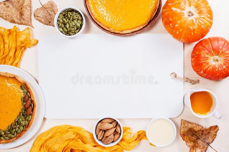 Υπόβαθρο με τις φρέσκες σπιτικές πίτες κολοκύθας στοκ φωτογραφία με δικαίωμα ελεύθερης χρήσης