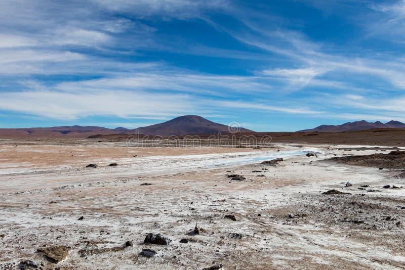 Υπόβαθρο με το άγονο τοπίο ερήμων στις βολιβιανές Άνδεις, στην επιφύλαξη φύσης Edoardo Avaroa στοκ φωτογραφία