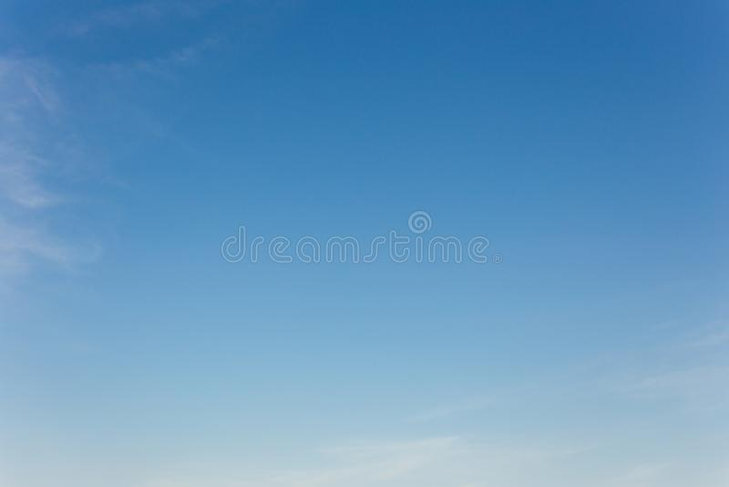 Υπόβαθρο μπλε ουρανού με τα σύννεφα, ουρανός υποβάθρου στοκ εικόνες