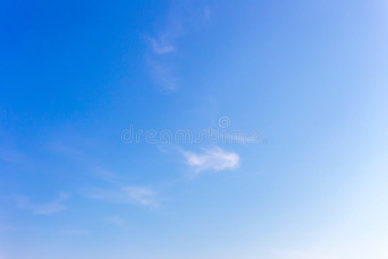 Υπόβαθρο μπλε ουρανού με τα σύννεφα, ουρανός υποβάθρου στοκ εικόνα με δικαίωμα ελεύθερης χρήσης