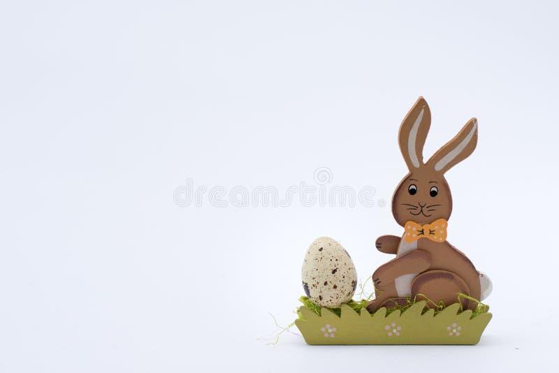 Υπόβαθρο Πάσχας με το αυγό Πάσχας και το λαγουδάκι Τοπ άποψη με το διάστημα αντιγράφων στοκ φωτογραφίες με δικαίωμα ελεύθερης χρήσης