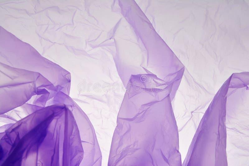 Υπόβαθρο πλαστικών τσαντών Ιώδης σύσταση Πορφυρή λεπτομέρεια λωρίδων σημείων σκηνικού για το σχέδιο Διάστημα για το κείμενο, πρότ στοκ φωτογραφίες