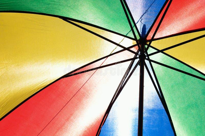 Υπόβαθρο, πολλές ανοικτές πολύχρωμες ομπρέλες στοκ εικόνα