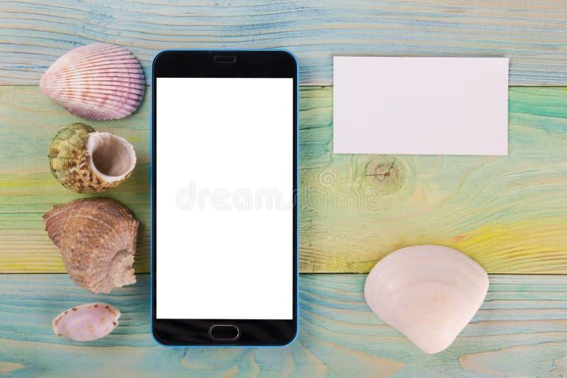 Υπόβαθρο προτύπων διακοπών θερινής θάλασσας Η κενή οθόνη κινητή πωλεί τη σελίδα PC ταμπλετών smartphone με τα στοιχεία ταξιδιού σ στοκ εικόνες