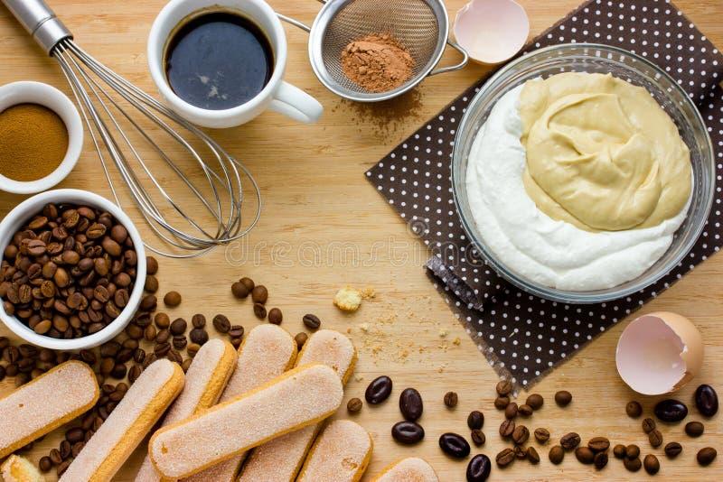 Υπόβαθρο συστατικών κέικ Tiramisu στοκ φωτογραφία