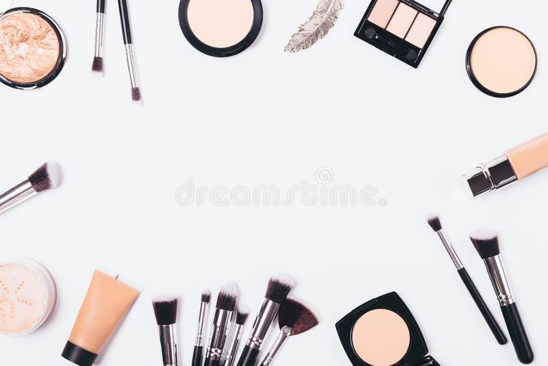 Υπόβαθρο σύνθεσης των προϊόντων ομορφιάς στοκ φωτογραφίες με δικαίωμα ελεύθερης χρήσης