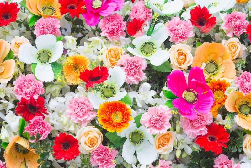 Υπόβαθρο της όμορφης ζωηρόχρωμης γαμήλιας διακόσμησης λουλουδιών στοκ φωτογραφία με δικαίωμα ελεύθερης χρήσης