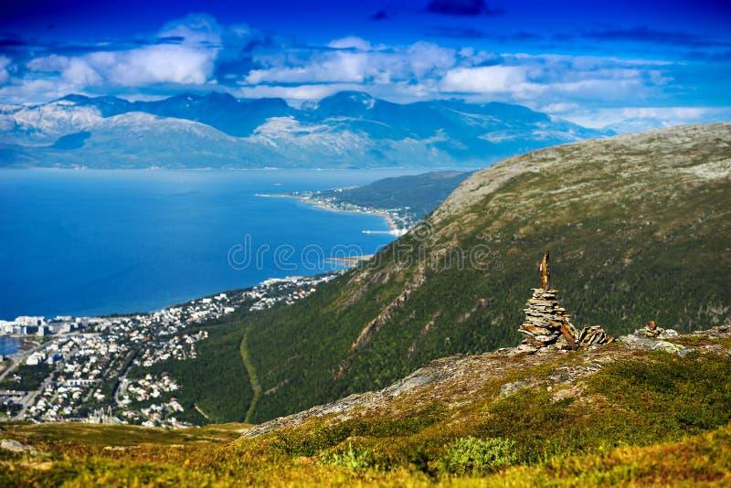 Υπόβαθρο τοπίων πύργων πετρών της Νορβηγίας zen στοκ εικόνα με δικαίωμα ελεύθερης χρήσης