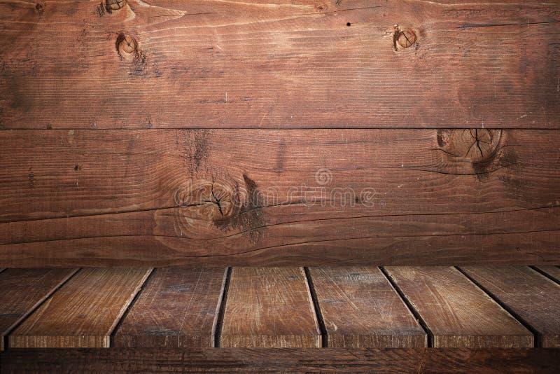 Υπόβαθρο του καφετιού και φορεμένου παλαιού πίνακα του ξύλου στοκ φωτογραφίες