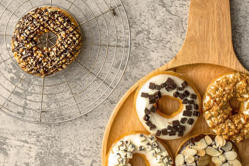Υπόβαθρο τροφίμων αρτοποιείων της κατάταξης doughnut στοκ εικόνες με δικαίωμα ελεύθερης χρήσης