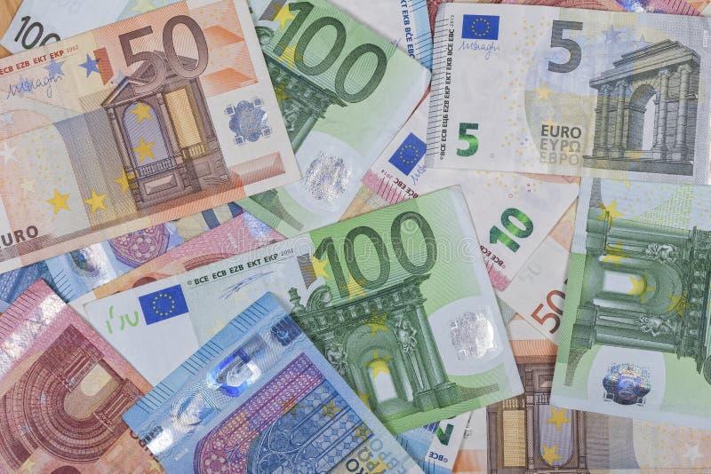 Υπόβαθρο των ευρο- σημειώσεων των διαφορετικών τιμών στοκ εικόνα
