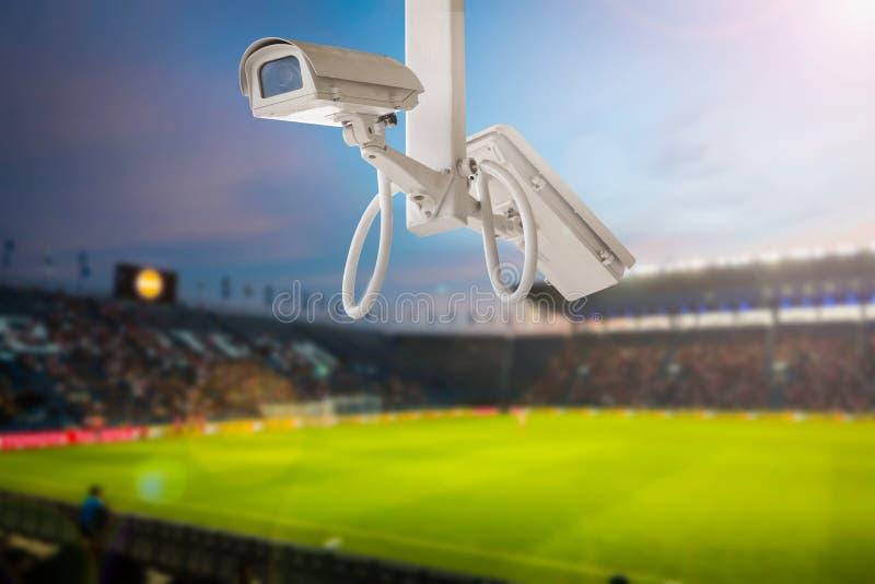 Υπόβαθρο λυκόφατος ποδοσφαίρου σταδίων CCTV στοκ εικόνες με δικαίωμα ελεύθερης χρήσης
