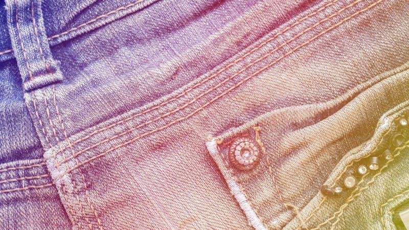 Υπόβαθρο υφάσματος τζιν τζιν με τη ραφή, τα στηρίγματα και την τσέπη στοκ φωτογραφία