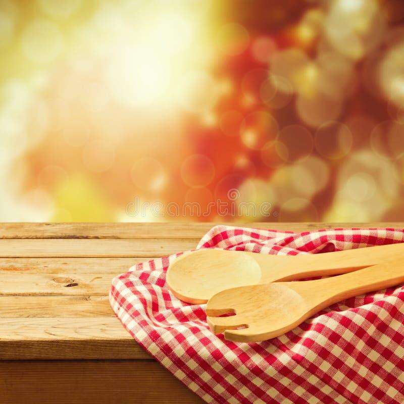 Υπόβαθρο φθινοπώρου με το εργαλείο κουζινών στοκ εικόνες με δικαίωμα ελεύθερης χρήσης