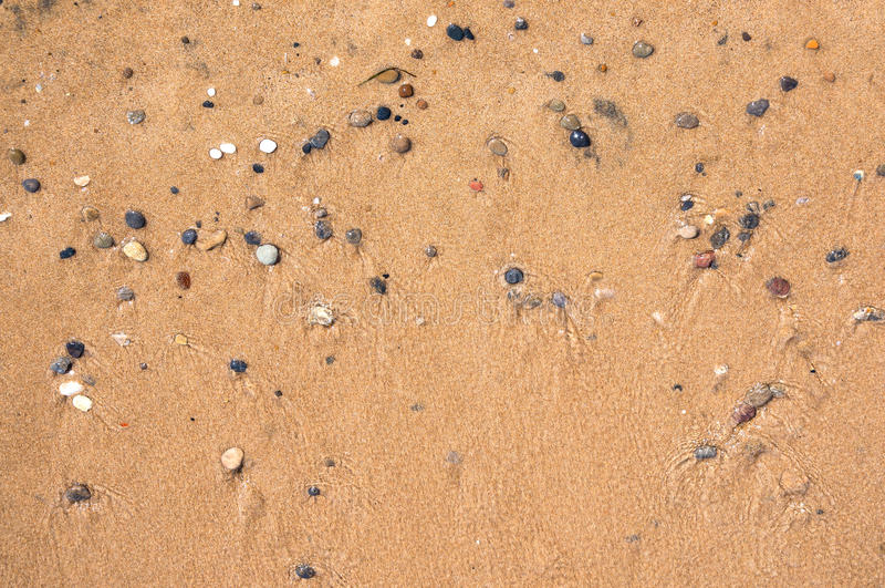Υπόβαθρο φιαγμένο από υγρά άμμο και χαλίκια στοκ φωτογραφίες