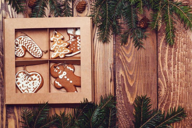 Υπόβαθρο Χριστουγέννων με τα παραδοσιακά μπισκότα μελοψωμάτων Ευχετήρια κάρτα Χριστουγέννων με το διάστημα αντιγράφων μπισκότων μ στοκ εικόνα με δικαίωμα ελεύθερης χρήσης