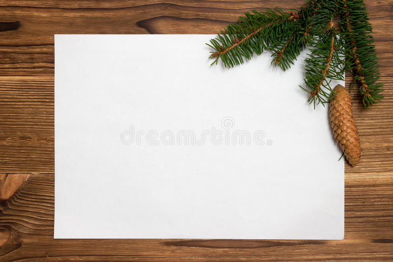 Download Υπόβαθρο Χριστουγέννων με τους κλάδους και τους κώνους έλατου Στοκ Εικόνες - εικόνα από έξυπνο, σχέδιο: 62701996