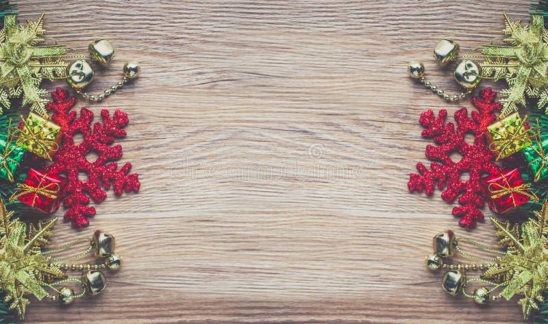 Υπόβαθρο Χριστουγέννων στην ξύλινη σύσταση στοκ εικόνα με δικαίωμα ελεύθερης χρήσης