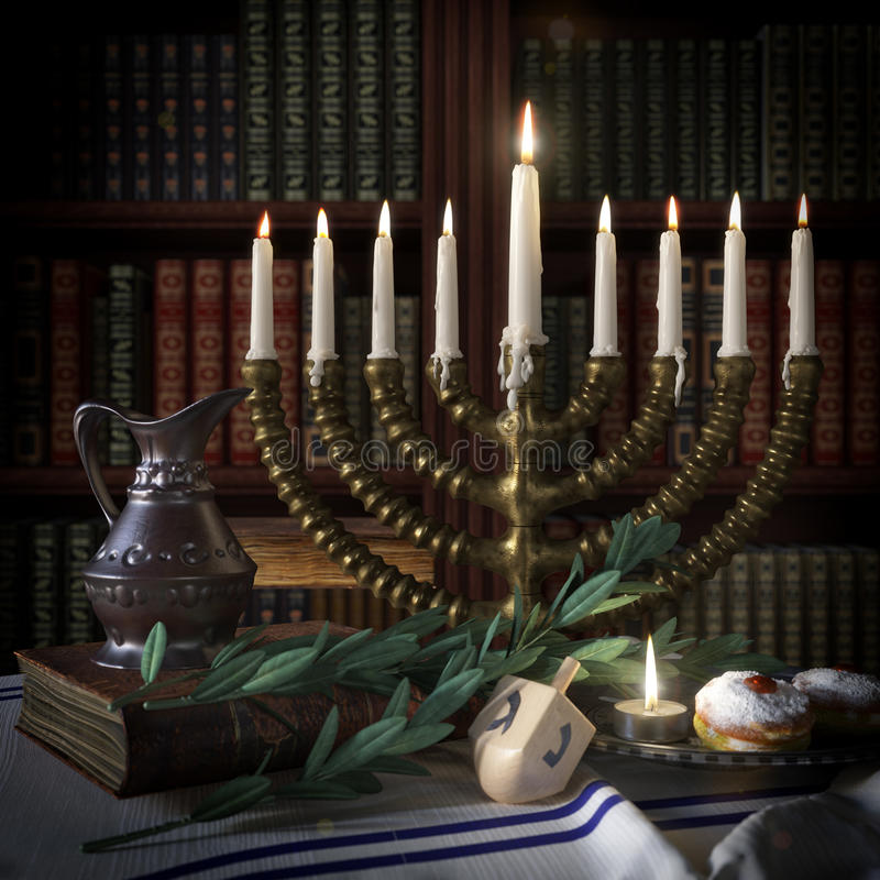Υπόβαθρο Hanukkah με τα κεριά, donuts, τα περιστρεφόμενα τοπ και παλαιά βιβλία στοκ φωτογραφίες