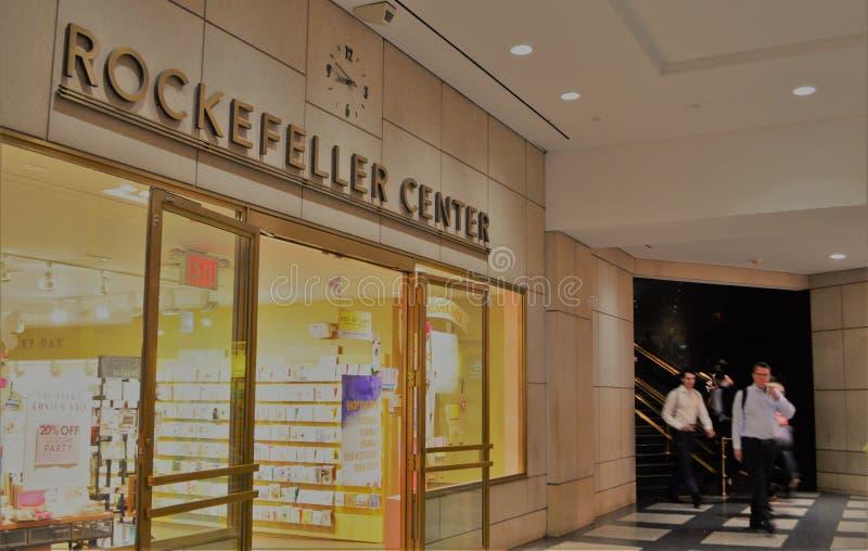 Υπόγεια καταστήματα αγορών υπογείων πόλεων της κεντρικής Νέας Υόρκης Rockefeller στοκ εικόνες