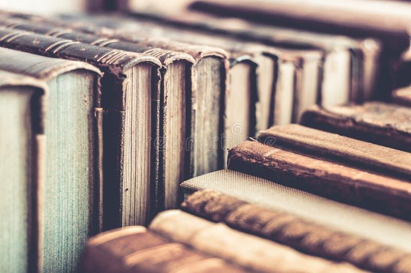 Υπόλοιπος κόσμος του υποβάθρου βιβλίων Παλαιά καλυμμένα δέρμα βιβλία στοκ φωτογραφία με δικαίωμα ελεύθερης χρήσης